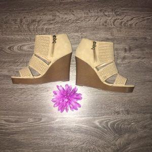 Cute Summer Wedges 💐